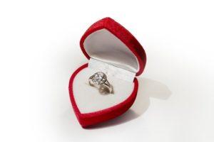 טיפים לרכישת טבעת אירוסין של יהלום 4 קראט
