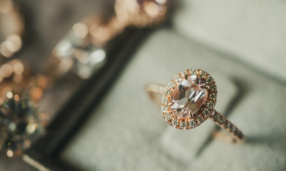כמה צריך להוציא על טבעת אירוסין?