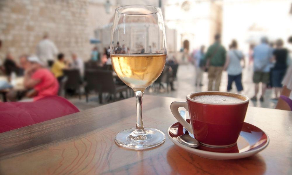 Read more about the article האם תוכלו לשתות קפה ויין ביחד?